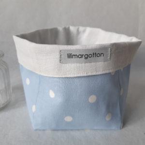 panière Auguste fonds bleuà pois blancs et linge ancien lilimargotton